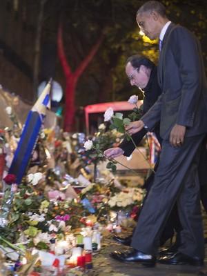 Obama chega a Paris para a COP 21 e faz homenagem no Bataclan (Jim Watson / AFP)