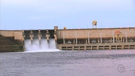 Comportas de usina hidrelétrica de Pereira Barreto são abertas após reservatório encher