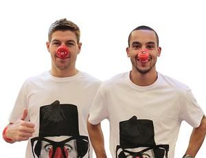 Steven Gerrard e Theo Walcott apoiaram a causa (Foto: Reprodução/Daily Mail)