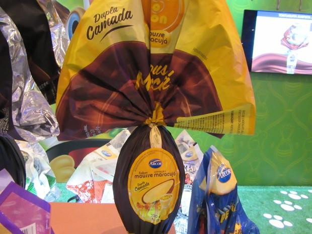 Arcor lançou o ovo com mousse de maracujá de 220 gramas - tamanho da maioria dos ovos este ano (Foto: Marta Cavallini/G1)