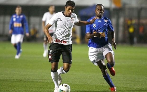 Paulinho e Sandro Silva, Corinthians x Cruzeiro (Foto: Marcos Bezerra / Agência Estado)