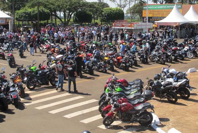 Motociclistas chegam ao Parque do Peão de Barretos (SP) para a 11ª edição do Barretos Motorcycles