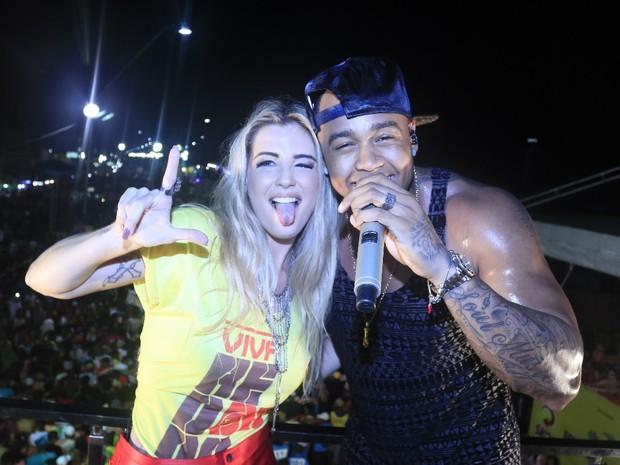 Ex-BBB Aline e Léo Santana em micareta em Feira de Santana, na Bahia (Foto: Fred Pontes/ Divulgação)