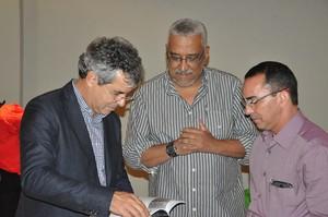 Jornalistas Francisco Dandão e Manoel Façanha com o senador Jorge Viana (Foto: Arquivo Pessoal)