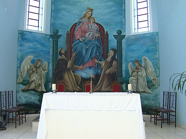 Capela de Nossa Senhora do Rosario de Pompeia teve altar pintado por Patrick Cruz (Foto: Antonio Luiz/EPTV)