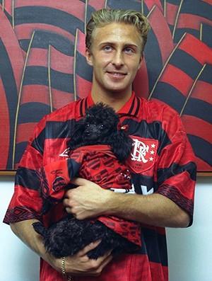 Apresentação Piekarski Flamengo com cadela Aninha (Foto: Agência O Globo)