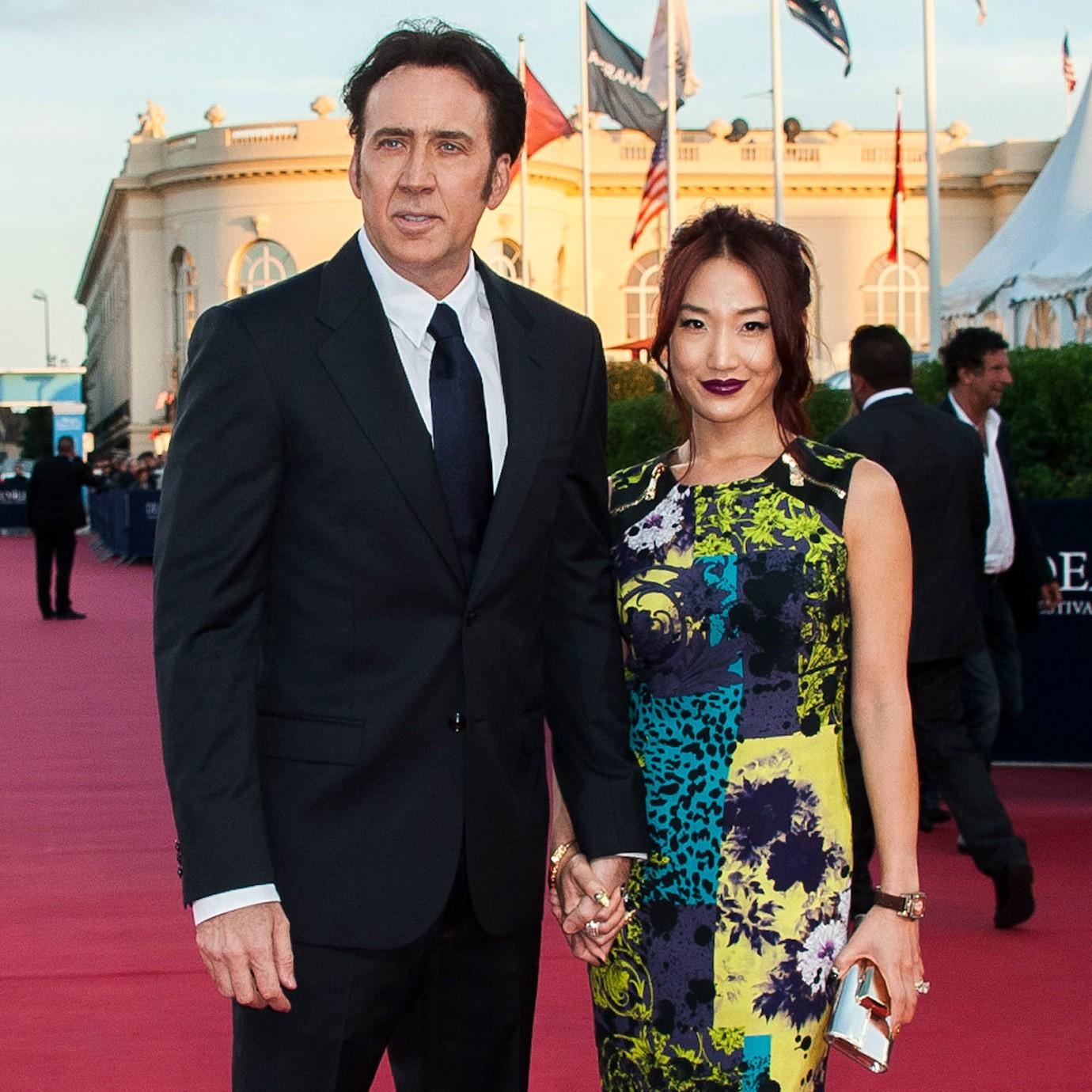 Nicolas Cage está casado já há uma década com a ex-garçonete Alice Kim. Eles subiram ao altar depois de namorar por dois meses. (Foto: Getty Images)