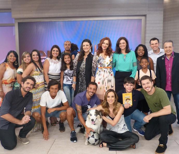 Os apresentadores com os convidados do Encontro (Foto: Ana Puñal / Gshow)