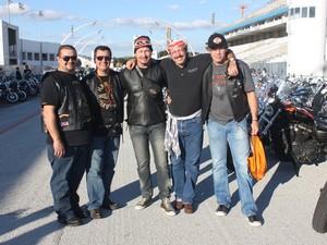 Grupo de paraguaios veio ao Brasil para a celebração da Harley-Davidson (Foto: Rafael Miotto/G1)