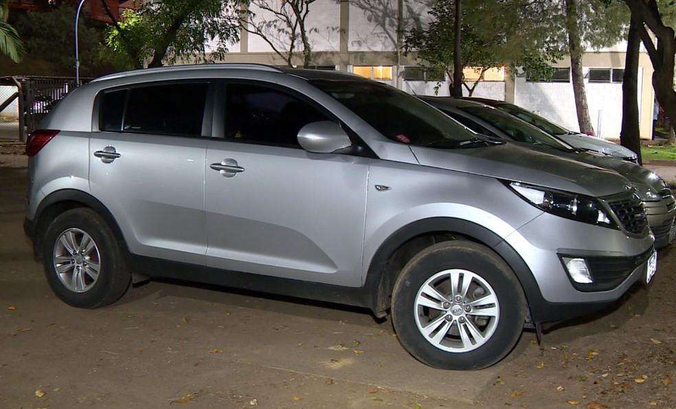 Encontrado o carro da mulher que enfrentou criminosos para tirar o filho do veículo em Sumaré (Foto: Reprodução EPTV)