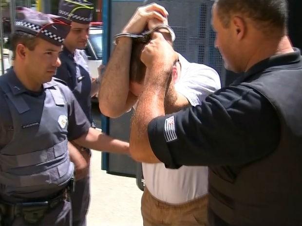 Advogados trocam acusações sobre agressor de cotovelada antes da audiência (Foto: Reprodução/TV TEM)