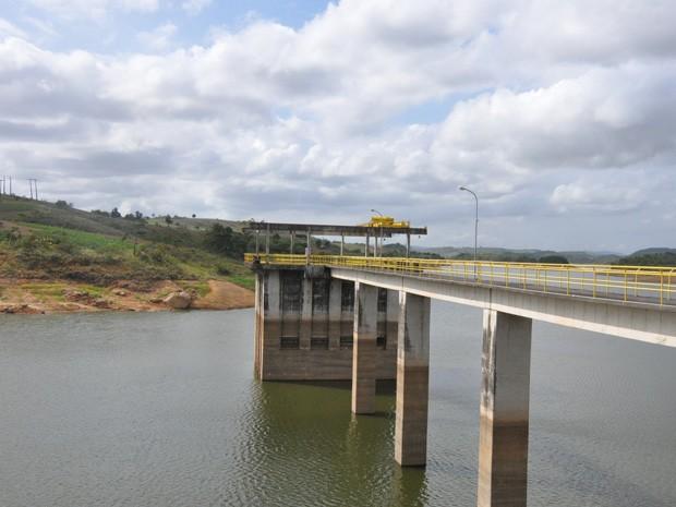 Barragem de Pirapama está com apenas 14% de sua capacidade total devido ao período de estiagem. (Foto: Nathalia Pereira / Compesa)