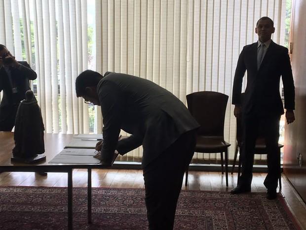 Jônathas foi empossado diplomata em Brasília (Foto: Reprodução/Facebook)