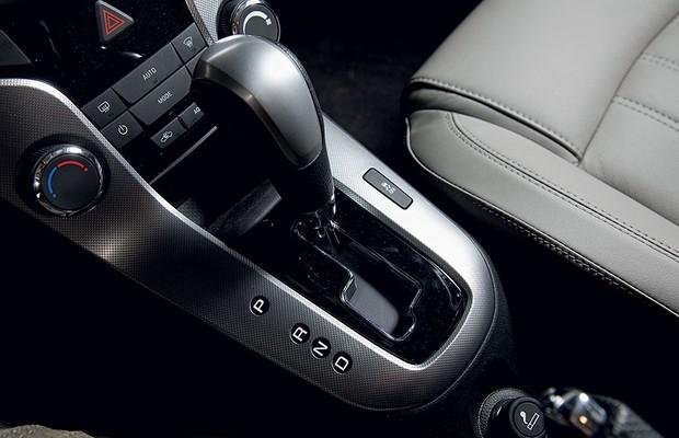 Manopla do câmbio automático do Chevrolet Cruze LT (Foto: Fabio Aro / Autoesporte)