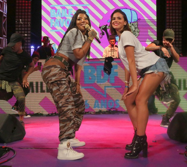 Bruna Marquezine e Ludmilla (Foto: Reginaldo Teixeira/CS Eventos Divulgação)