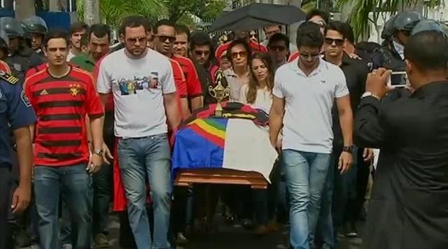 Assessores de Eduardo Campos foram enterrados neste domingo (18)