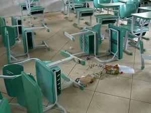 Vandalismo em escola na Serra (Foto: Reprodução/ TV Gazeta)