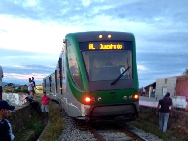 Acidente ocorreu no Bairro Pio XII, em Juazeiro do Norte (Foto: Fabiano Rodrigues/ TV Verdes Mares)
