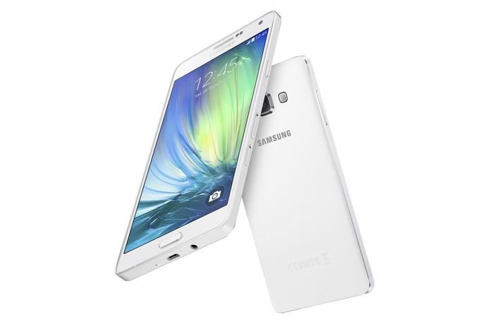 Galaxy A7 tem tela maior e configurações mais potentes, mas deixa a desejar no preço (Foto: Divulgação/Samsung)