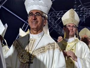 Dom Décio durante missa de encerramento da Festa da Penha (Foto: Viviane Machado/ G1 ES)