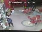 Bandido armado assalta lanchonete e leva dinheiro do caixa; veja vídeo