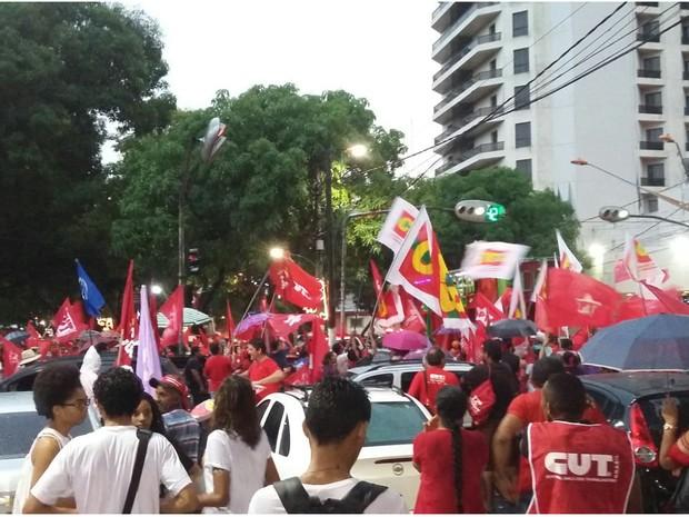 Manifestação contra impeachment apóia presidente Dilma em Belém (Foto: Jéssica Gatti / G1 PA)