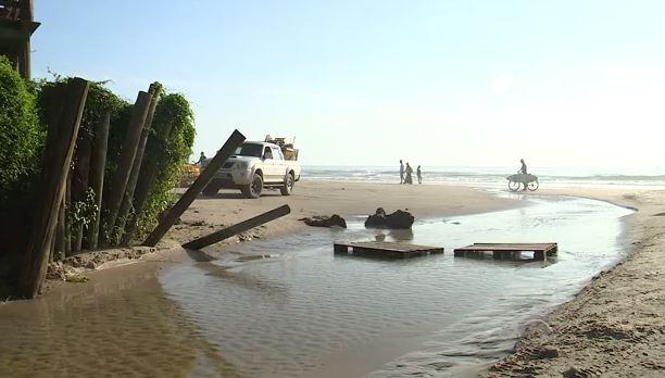 Sul da Ilha de Florianópolis não tem saneamento básico (Foto: Reprodução/RBS TV)