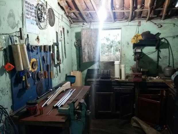 Fábrica de armas caseiras funcionava em Solânea (Foto: Diógenes Fernandes/Polícia Civil)
