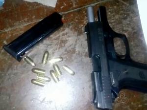 Arma usada pelo agente durante confusão (Foto: Reprodução/TV Amapá)