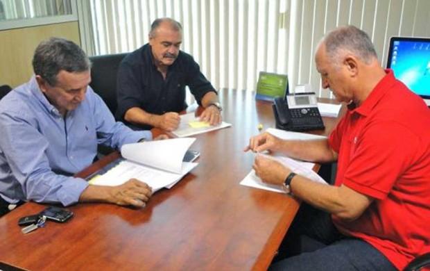Luiz Felipe Scolari, o coordenador Carlos Alberto Parreira e o auxiliar Flávio Murtosa  seleção brasileira (Foto: Divulgação / CBF)