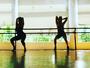Sheila Mello sensualiza em aula de dança e festeja: 'Delícia'