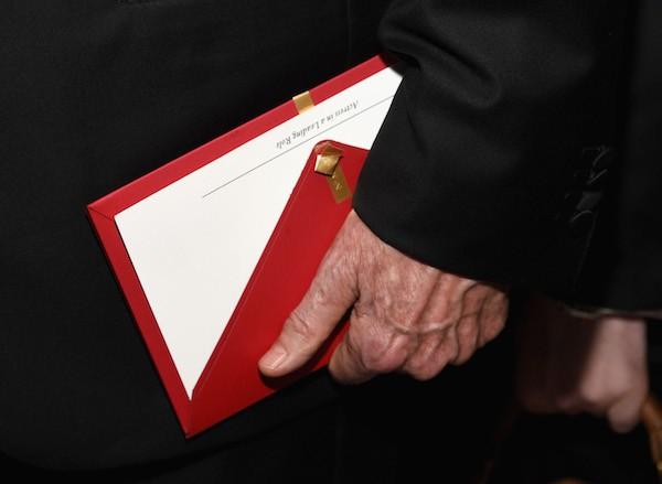 O envelope utilizado por Warren Beatty para anunciar o Oscar de Melhor Filme, com o texto Melhor Atriz (Foto: Getty Images)