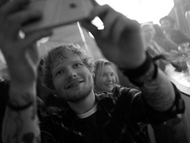 Ed Sheeran publicou foto com Renée Zellweger em sua conta no Instagram (Foto: Reprodução/Instagram/teddysphotos)