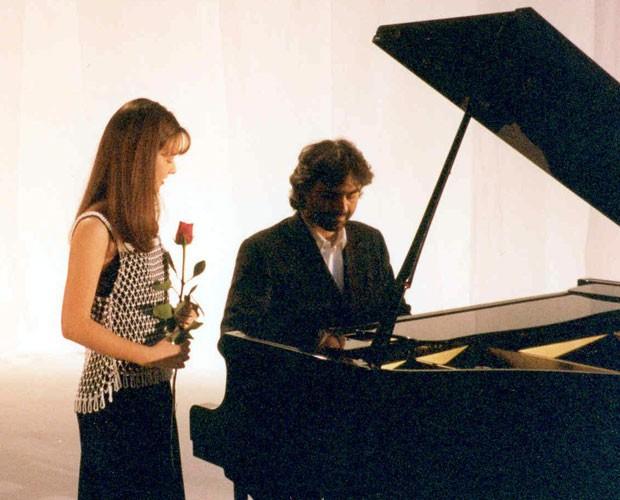 Dueto de Sandy e Andrea Bocelli em 1997 (Foto: Divulgação)