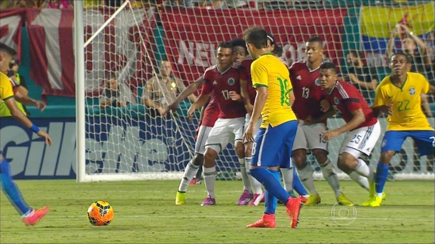Seleção brasileira no jogo contra a Colômbia (Foto: TV Gazeta)