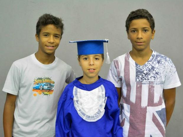 Irmãos foram adotados quando tinham 3, 5 e 6 anos pelo casal, que vive em Votorantim (Foto: Arquivo Pessoal)