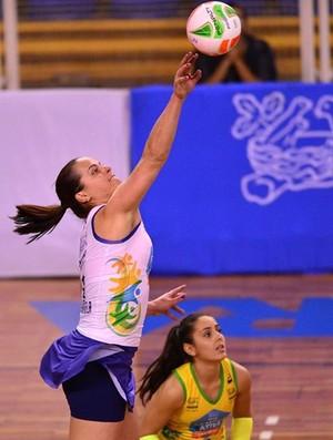 Elisângela com a camisa do Osasco no Paulista (Foto: Divulgação / Osasco)