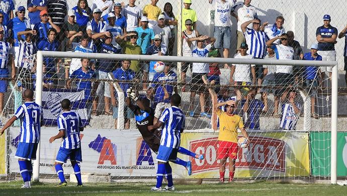 Jeferson defende para a equipe azulina (Foto: Ailton Cruz/Gazeta de Alagoas)