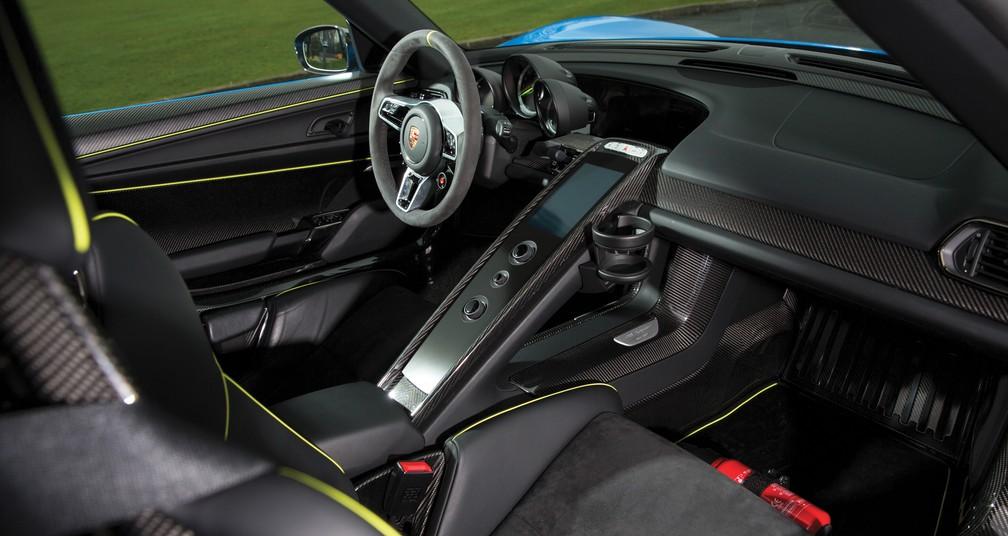 Interior do Porsche 918 'Weissach' Spyder (Foto: Tom Gidden/RM Sotheby's)