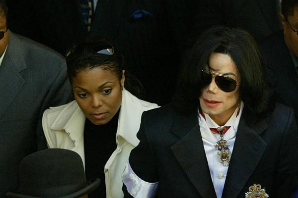 A cantora Janet Jackson com o irmão, Michael Jackson (Foto:  )
