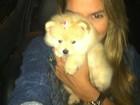 Ex-BBB Adriana posta foto com cachorro: 'Filhinha da mamãe e papai'