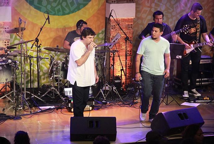 Júnior Rodrigues e Official 80 tocam samba e rock (Foto: Katiúscia Monteiro/ Rede Amazônica)