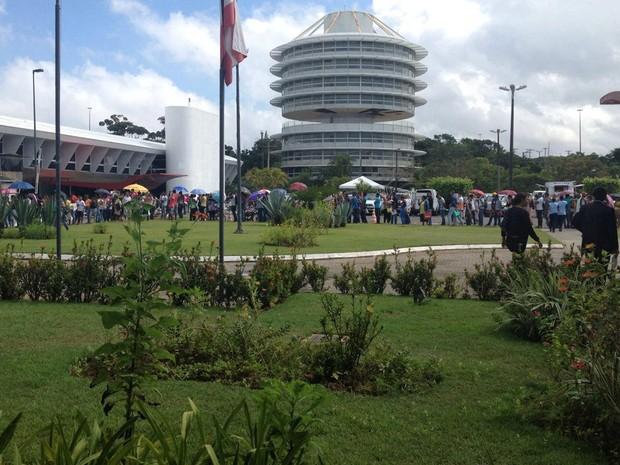 Filas no TRE em Salvador (Foto: Natally Acioly/G1)