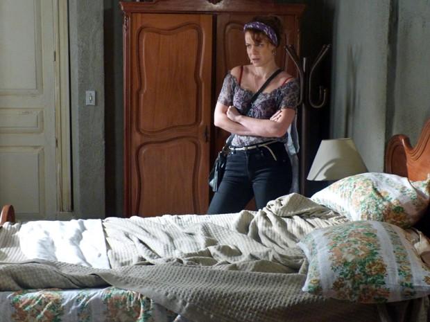 a garota estranha a cama bagunçada (Foto: TV Globo)