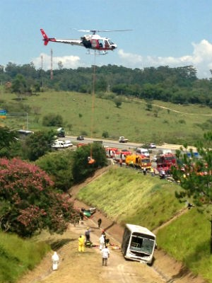 Bombeiros e concessionária fazem simulação de acidente em rodovia em Sorocaba (Foto: Natália de Oliveira/G1)