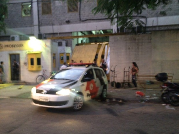 Empresa foi invadida pela polícia (Foto: Luiz Linna/G1)