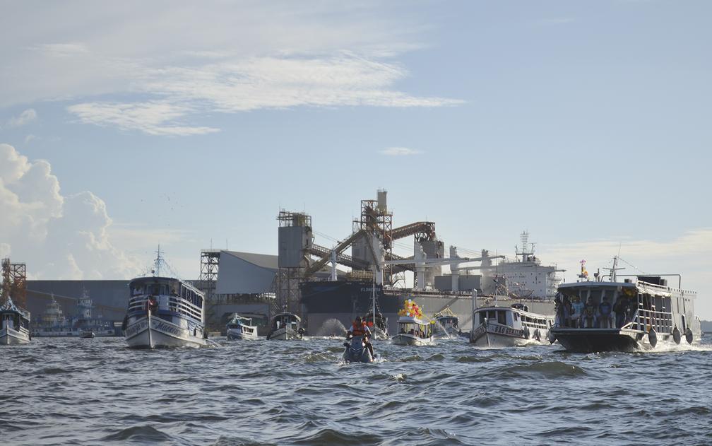 Cerca de 60 embarcações participaram, segundo a Capitania  dos Portos (Foto: Geovane Brito/G1)