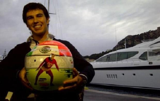 Sergio Pérez exibe capacete com desenho do Chapolin (Foto: Reprodução/Facebook Sergio Pérez)