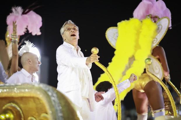 Caetano Veloso no desfile da Mangueira: campeã do carnaval 2016 (Foto: Tata Barreto| Riotur)