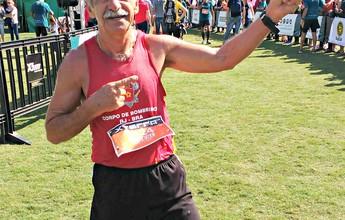 Aos 64 anos, aposentado corre prova, enfrenta mais 21km e ainda faz flexão